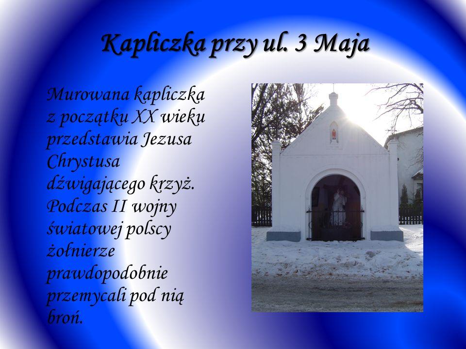 Kapliczka przy ul. 3 Maja Murowana kapliczka z początku XX wieku przedstawia Jezusa Chrystusa dźwigającego krzyż. Podczas II wojny światowej polscy żo