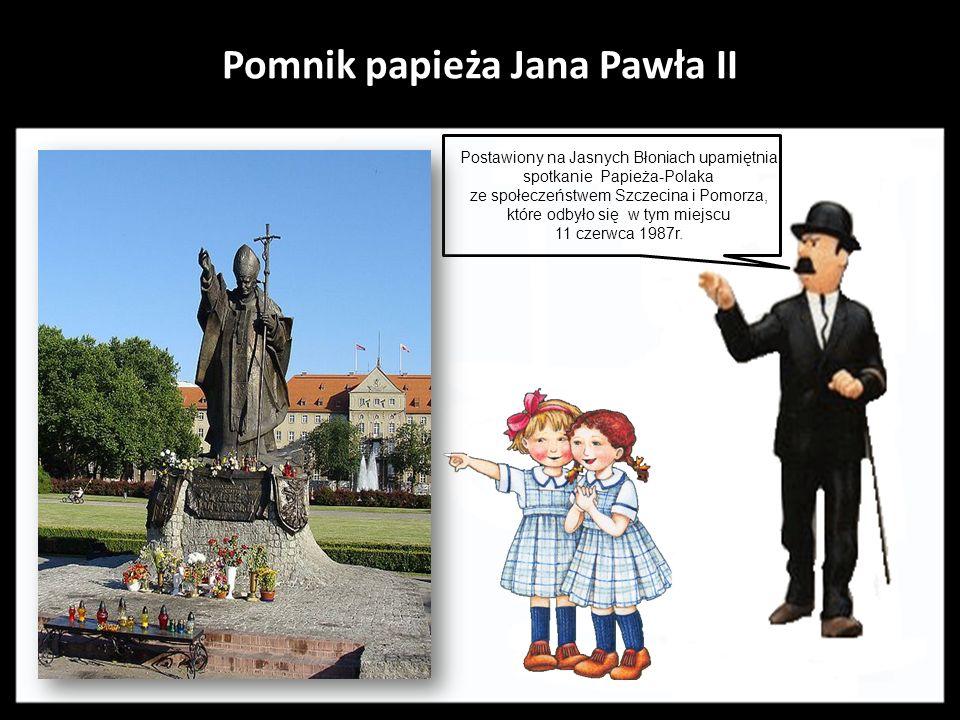 Pomnik Herkulesa walczącego z Centaurem Dzieło ufundowane przez konsula Kiskera z przedwojennego Szczecina, zaprojektował i wykonał Ludwig Manzel.