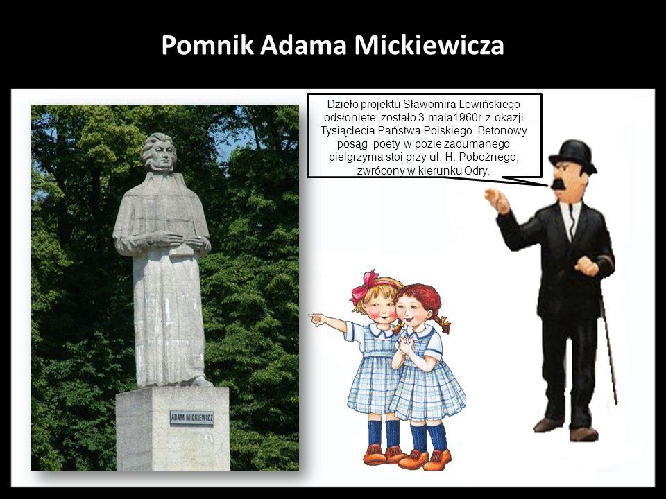 Pomnik Adama Mickiewicza.Dzieło projektu Sławomira Lewińskiego odsłonięte zostało 3 maja1960r.