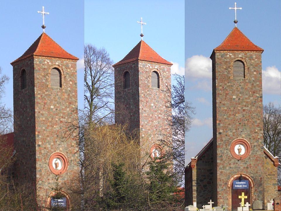W kwaterze o kształcie wydłużonego pionowego prostokąta stojąca postać św.
