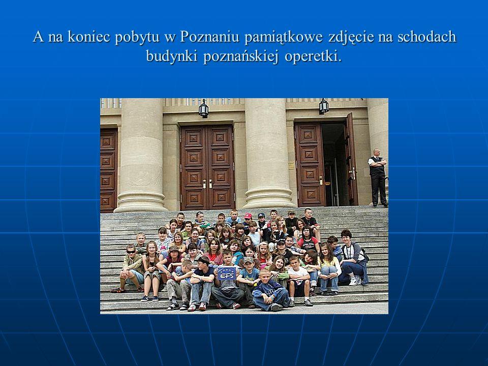 A na koniec pobytu w Poznaniu pamiątkowe zdjęcie na schodach budynki poznańskiej operetki.