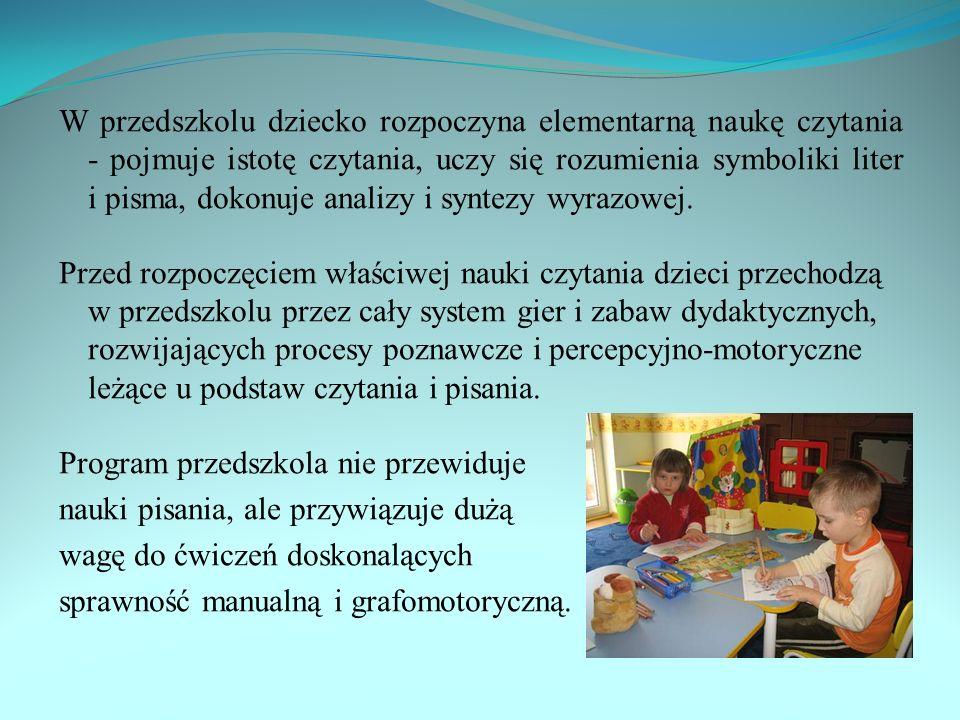 W przedszkolu dziecko rozpoczyna elementarną naukę czytania - pojmuje istotę czytania, uczy się rozumienia symboliki liter i pisma, dokonuje analizy i syntezy wyrazowej.