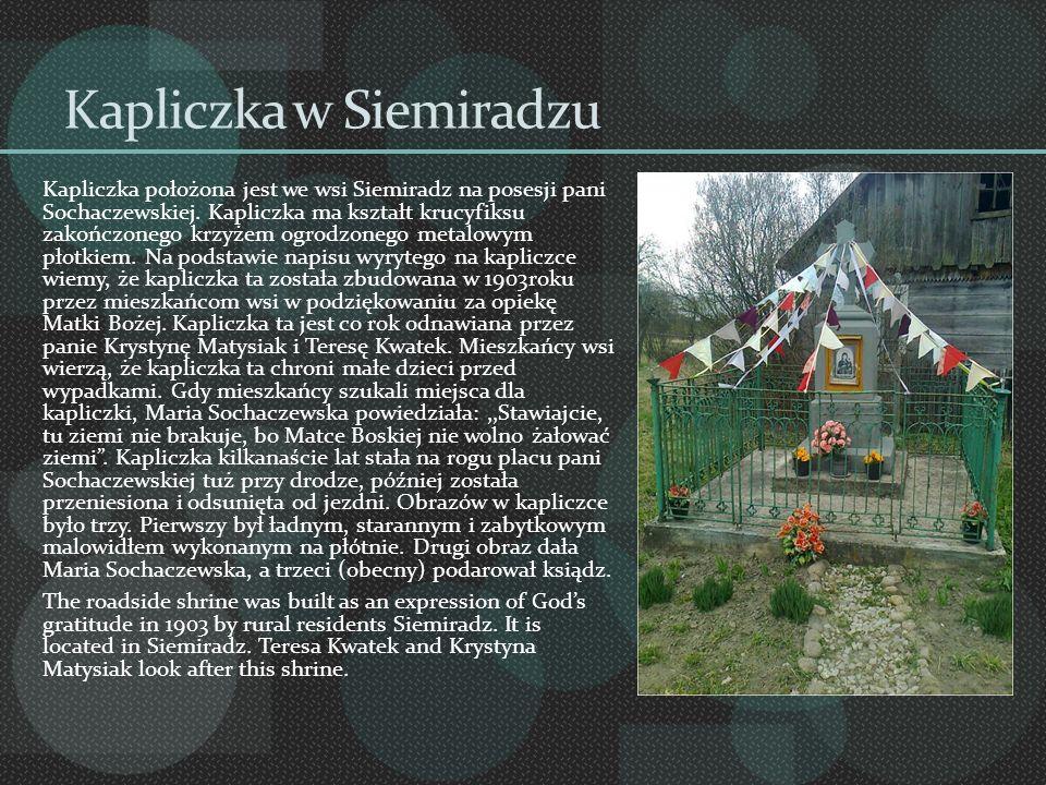 Kapliczka w Siemiradzu Kapliczka położona jest we wsi Siemiradz na posesji pani Sochaczewskiej. Kapliczka ma kształt krucyfiksu zakończonego krzyżem o