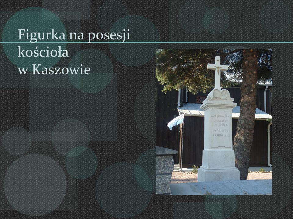 Figurka na posesji kościoła w Kaszowie