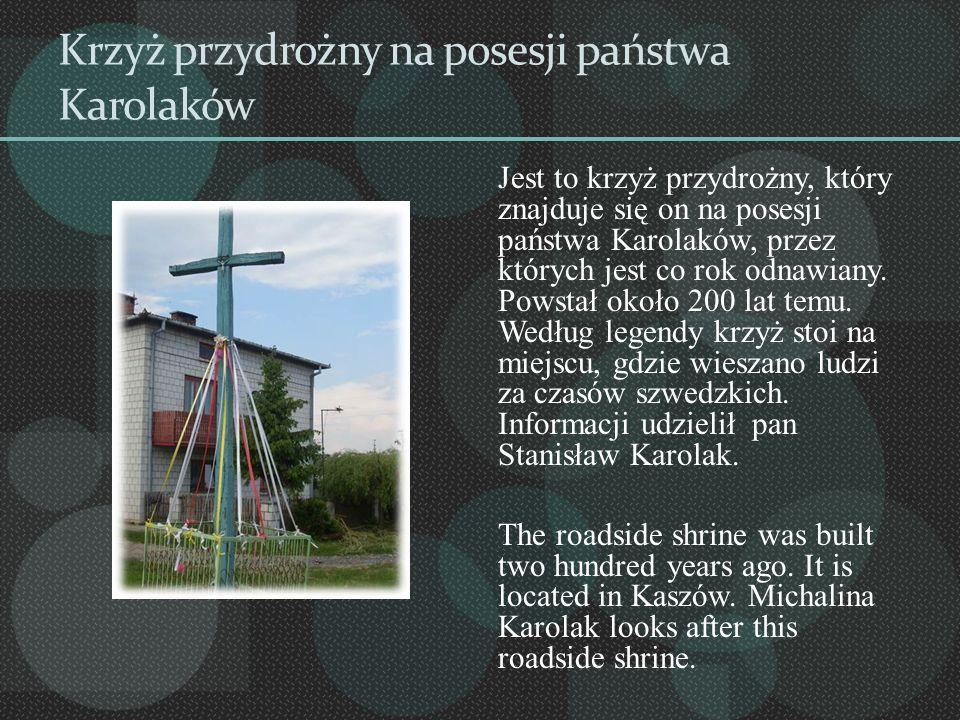 Krzyż przydrożny na posesji państwa Karolaków Jest to krzyż przydrożny, który znajduje się on na posesji państwa Karolaków, przez których jest co rok