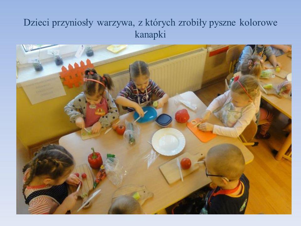 Dzieci przyniosły warzywa, z których zrobiły pyszne kolorowe kanapki