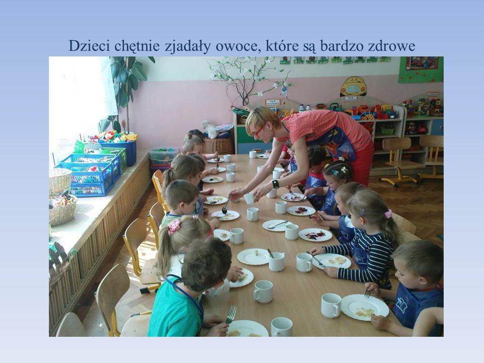 Dzieci chętnie zjadały owoce, które są bardzo zdrowe