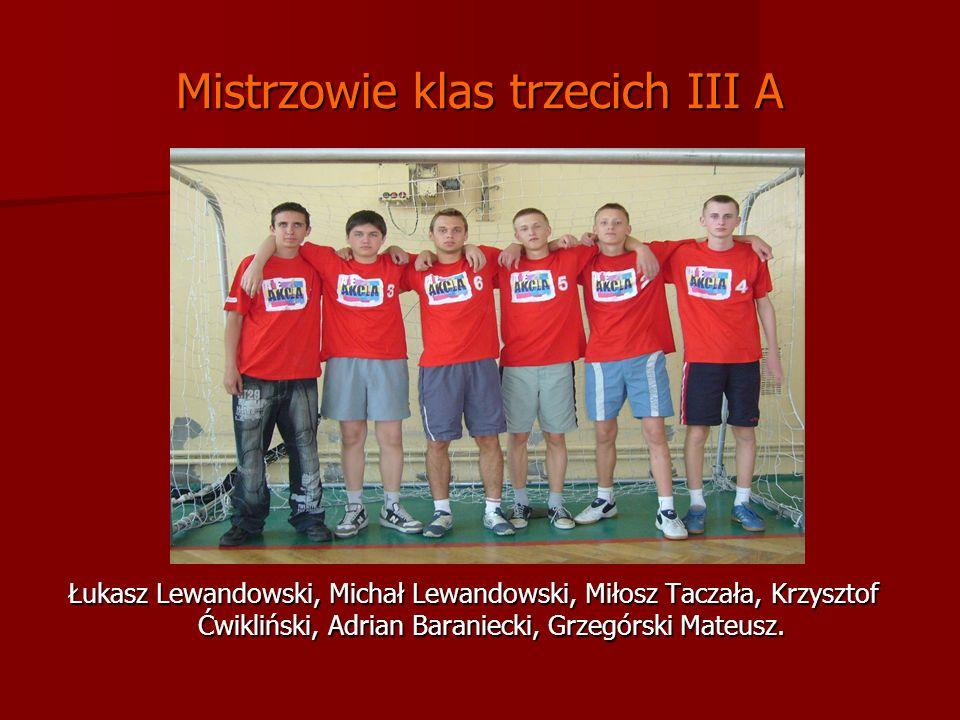 Mistrzowie klas trzecich III A Łukasz Lewandowski, Michał Lewandowski, Miłosz Taczała, Krzysztof Ćwikliński, Adrian Baraniecki, Grzegórski Mateusz.