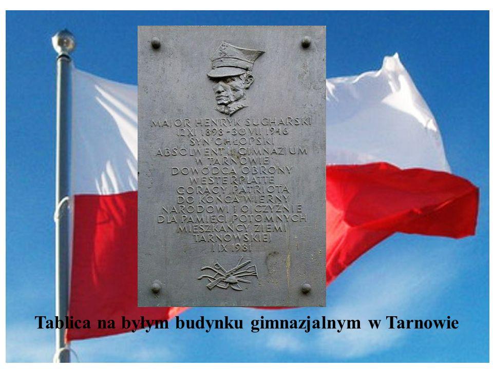 Tablica na byłym budynku gimnazjalnym w Tarnowie