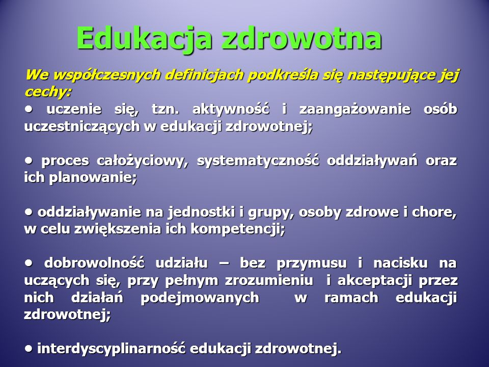 We współczesnych definicjach podkreśla się następujące jej cechy: uczenie się, tzn. aktywność i zaangażowanie osób uczestniczących w edukacji zdrowotn
