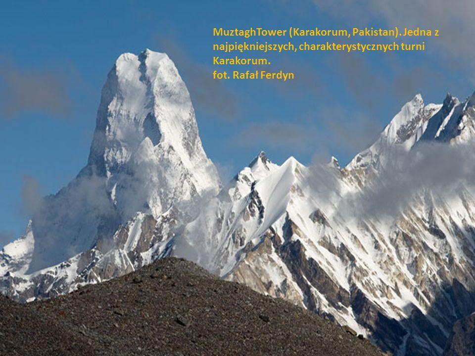 Gasherbrum 4 (Karakorum, Pakistan). Zdjęcie wykonane o zachodzie słońca, kiedy najpiękniej widoczna jest Świetlista Ściana. fot. Rafał Ferdyn