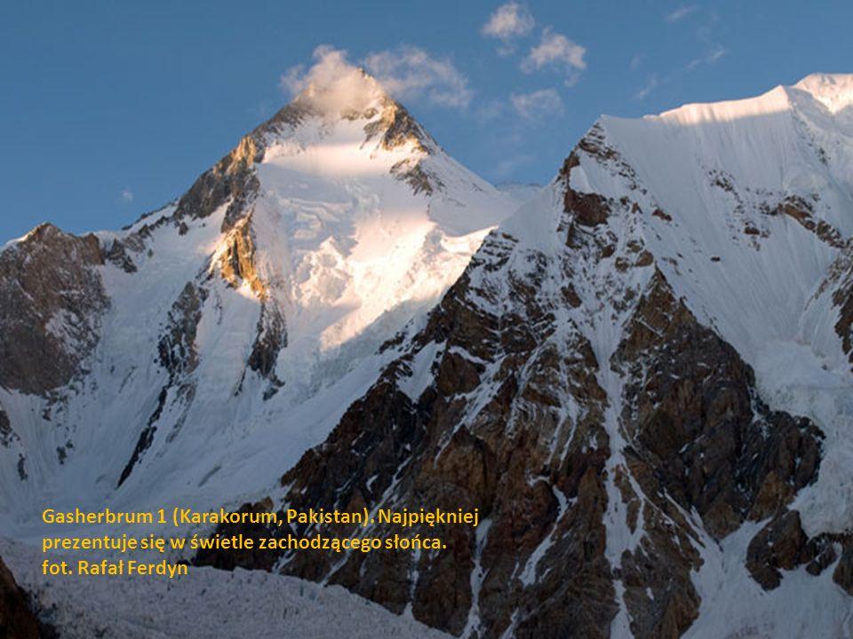 MuztaghTower (Karakorum, Pakistan). Jedna z najpiękniejszych, charakterystycznych turni Karakorum. fot. Rafał Ferdyn