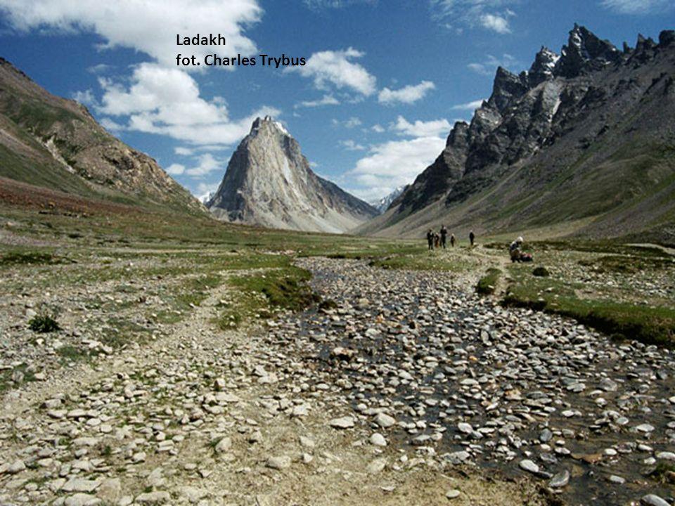 Annapurna Circuit i jej sąsiedzi m.in. Daulaghiri. fot. Magdalena Gąsior