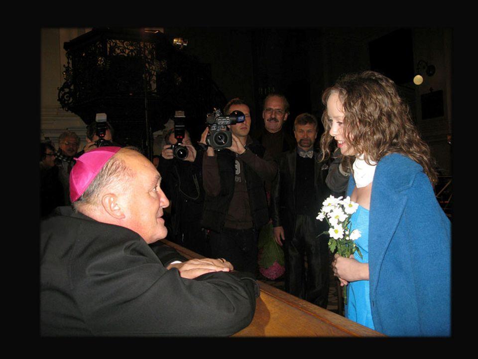 EPILOG Bramy Pojednania Maksymilian Biskupski Najpiękniejsze są tylko sny o wolności a dzień jest literą wszechświata zapisaną w źrenicy Boga,który mi