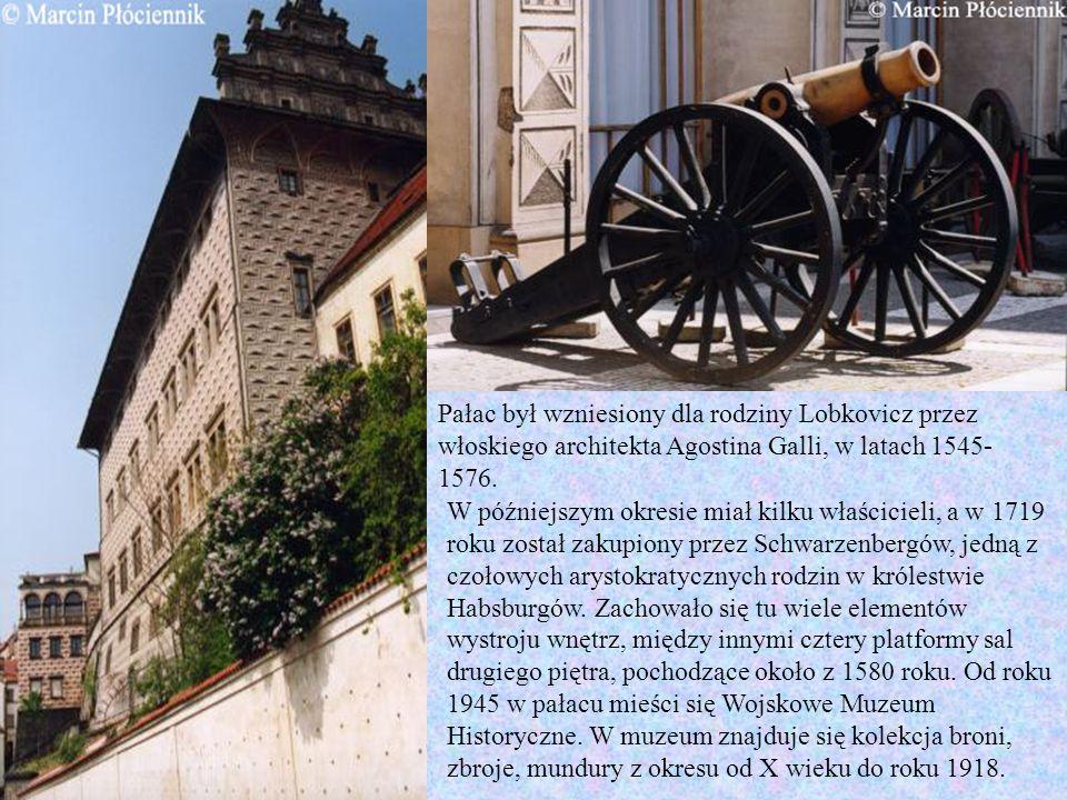 Pałac był wzniesiony dla rodziny Lobkovicz przez włoskiego architekta Agostina Galli, w latach 1545- 1576. W późniejszym okresie miał kilku właściciel