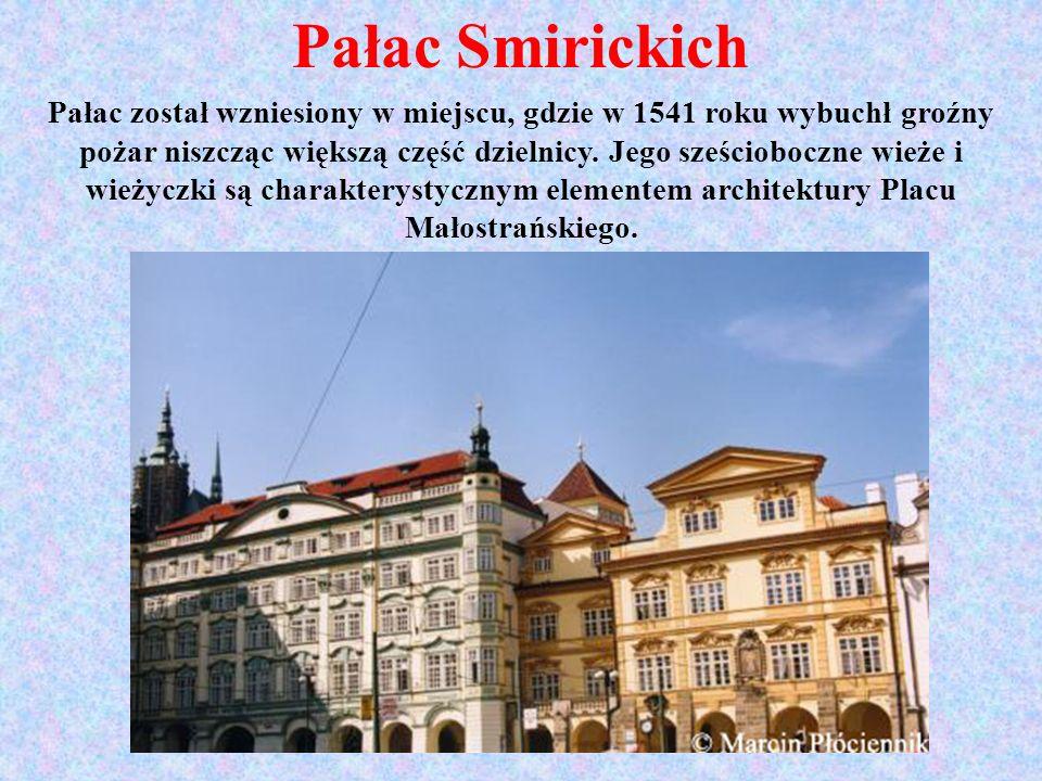 Pałac Smirickich Pałac został wzniesiony w miejscu, gdzie w 1541 roku wybuchł groźny pożar niszcząc większą część dzielnicy. Jego sześcioboczne wieże