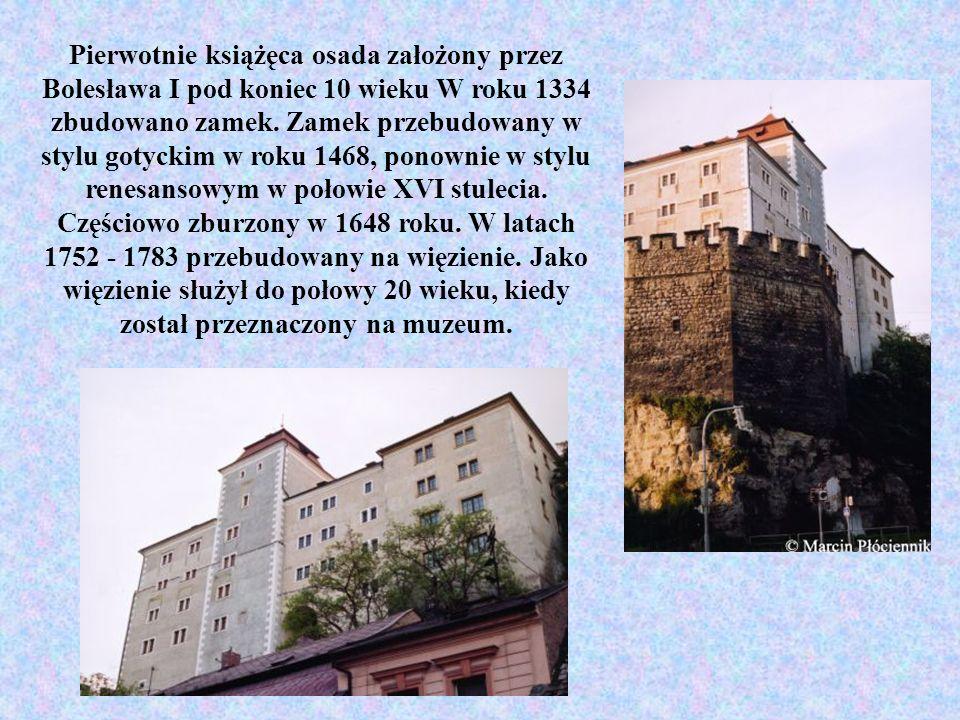 Pierwotnie książęca osada założony przez Bolesława I pod koniec 10 wieku W roku 1334 zbudowano zamek. Zamek przebudowany w stylu gotyckim w roku 1468,