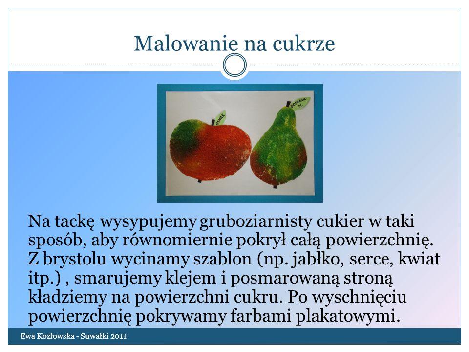Malowanie na cukrze Ewa Kozłowska - Suwałki 2011 Na tackę wysypujemy gruboziarnisty cukier w taki sposób, aby równomiernie pokrył całą powierzchnię. Z