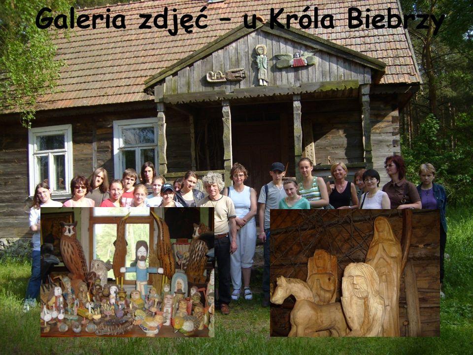 Król Biebrzy czyli Krzysztof Kawenczyński.To jedyny mieszkaniec wsi Budy.