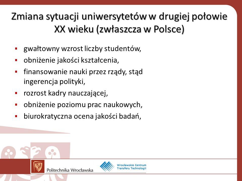 Zmiana sytuacji uniwersytetów w drugiej połowie XX wieku (zwłaszcza w Polsce) gwałtowny wzrost liczby studentów, obniżenie jakości kształcenia, finansowanie nauki przez rządy, stąd ingerencja polityki, rozrost kadry nauczającej, obniżenie poziomu prac naukowych, biurokratyczna ocena jakości badań,