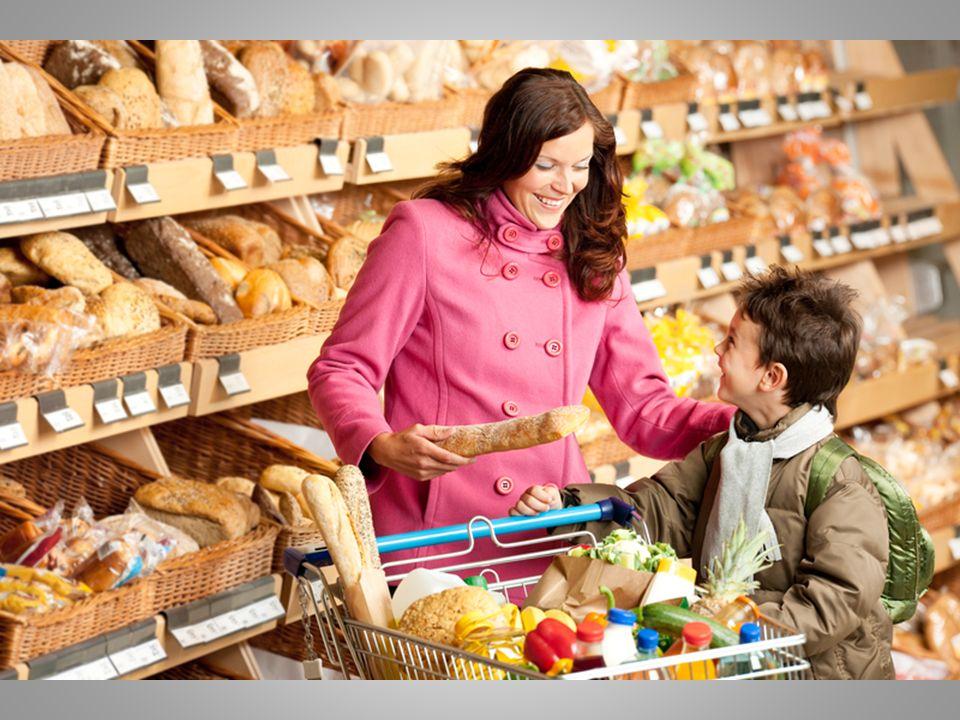 Strategie samoregulacyjne Trzy podstawowe kategorie startegii samoregulacyjnych: 1)redukcja pokus napotykanych w naszym codziennym środowisku żywieniowym 2) redukcja wartości przypisywanej pokusie 3) wspieranie celów związanych ze zdrowym odżywianiem się.