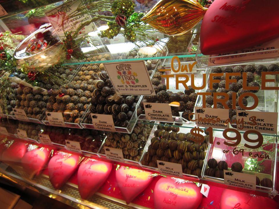 KategoriaStrategiaPrzykład Ograniczenie pokus Unikanie pokus Unikanie działu ze słodyczami w supermarkecie.