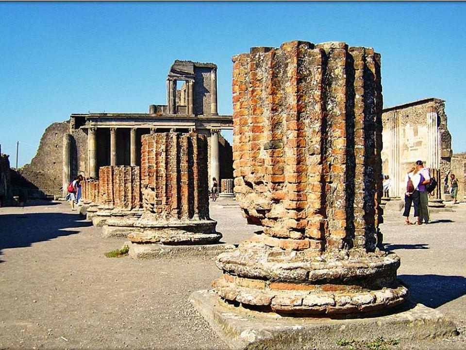 Bazylika – zajmująca plac o wymiarach 24 × 55 m została zbudowana w latach 120-78 p.n.e.