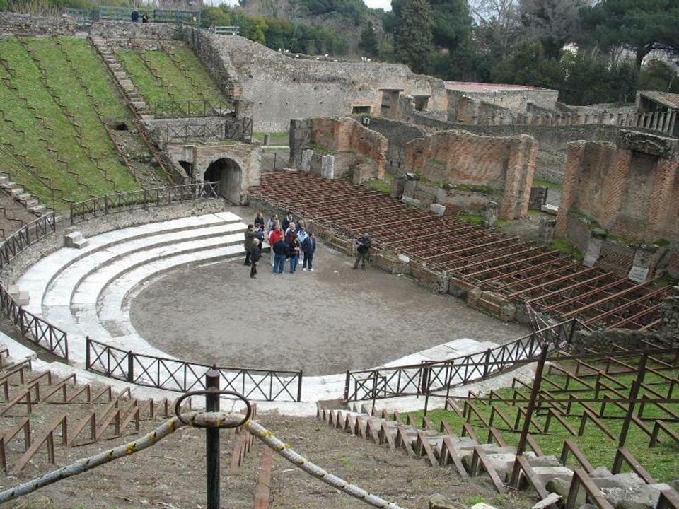 Teatr Wielki – zbudowano w III w.p.n.e. wykorzystując naturalne zagłębienie terenu.