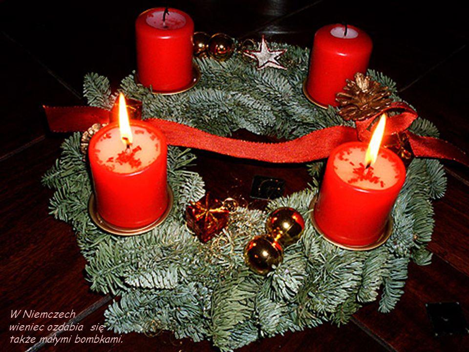 W Danii wieniec wykonuje się z gałązek świerkowych i białych świeczek. Jest także dekorowany czerwonymi owocami i wstążkami oraz szyszkami świerku. Na