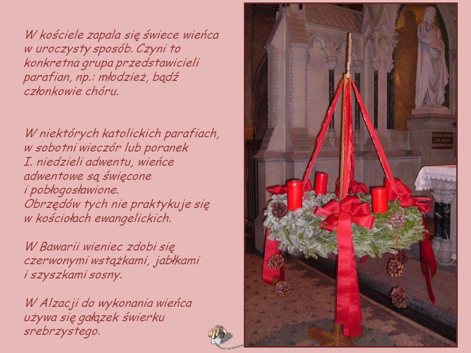 Wieniec adwentowy w liturgicznych barwach