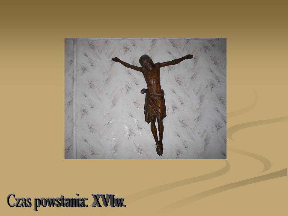 Postać Chrystusa Ukrzyżowanego (pierwotnie na krzyżu), z szeroko rozłożonymi ramionami, pochyloną na prawe ramię głową i skrzyżowanymi stopami; głowa Chrystusa okolona włosami spadającymi w drobnych, wijących się pasmach na ramiona i piersi; twarz ascetyczna, szlachetna, z przymkniętymi oczami, szerokim czołem, prostym cienkim nosem, otoczona krótkim zarostem; sylwetka smukła, o nieznacznie wydłużonych proporcjach i poprawnym modelunku; nagie ciało Chrystusa, z lekko podkreśloną muskulaturą, okrywa wokół bioder perizonium sięgające kolan i zawiązane fałdy; cała postać Chrystusa w kolorze ciemnego brązu.