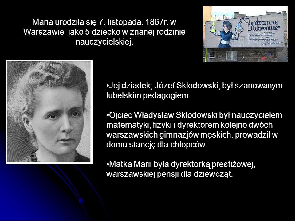 Jej dziadek, Józef Skłodowski, był szanowanym lubelskim pedagogiem. Ojciec Władysław Skłodowski był nauczycielem matematyki, fizyki i dyrektorem kolej