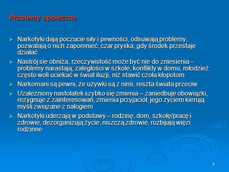 19 Amfetamina Biały proszek wdychany przez nos, pity razem z napojami energetyzującymi, może także występować w postaci różnokolorowych tabletek Jeden z najpopularniejszych narkotyków w Polsce Zażywanie jest często nieodłącznym elementem imprez, daje energetycznego kopa, który utrzymuje się przez 2-4 godzin, może być stosowana przed ważnymi egzaminami Bardzo silnie uzależnia psychicznie, już po dwu lub trzykrotnym zażyciu Kac amfetaminowy, jest bardzo ciężkim przeżyciem, dlatego osoby które zażyły często przesypiają cały kolejny dzień