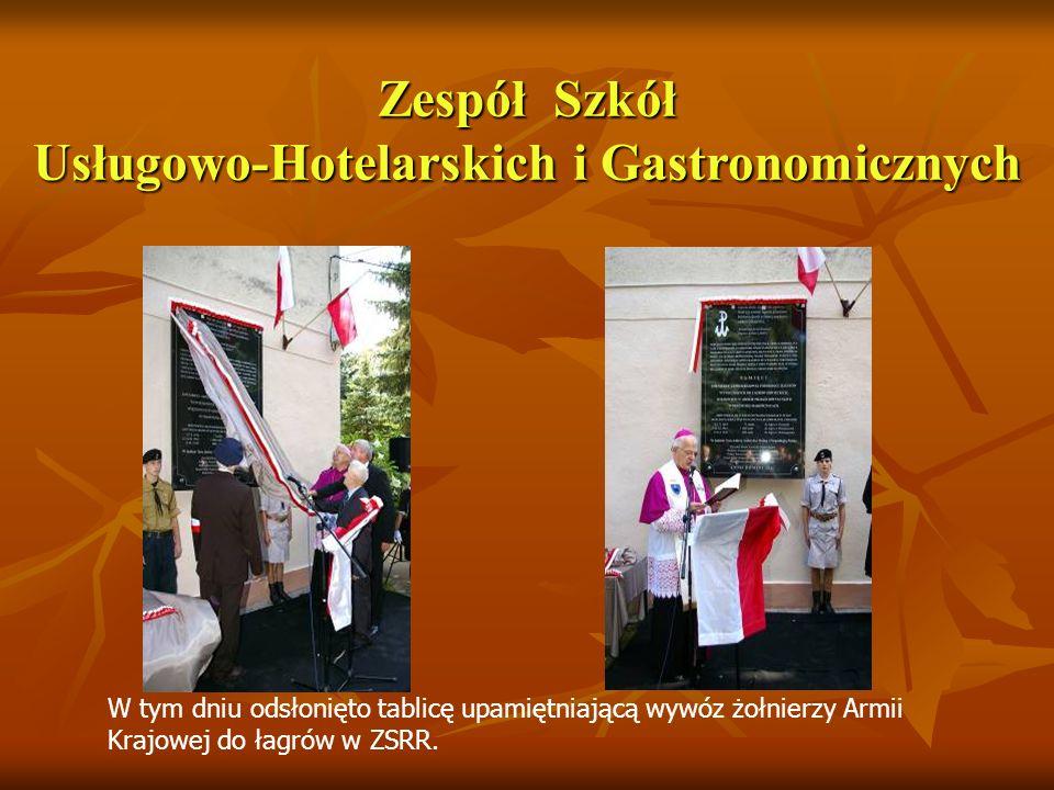 Zespół Szkół Usługowo-Hotelarskich i Gastronomicznych W tym dniu odsłonięto tablicę upamiętniającą wywóz żołnierzy Armii Krajowej do łagrów w ZSRR.