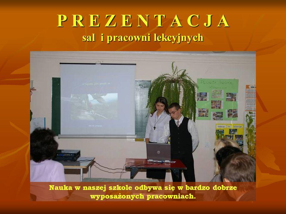 P R E Z E N T A C J A sal i pracowni lekcyjnych Nauka w naszej szkole odbywa się w bardzo dobrze wyposażonych pracowniach.