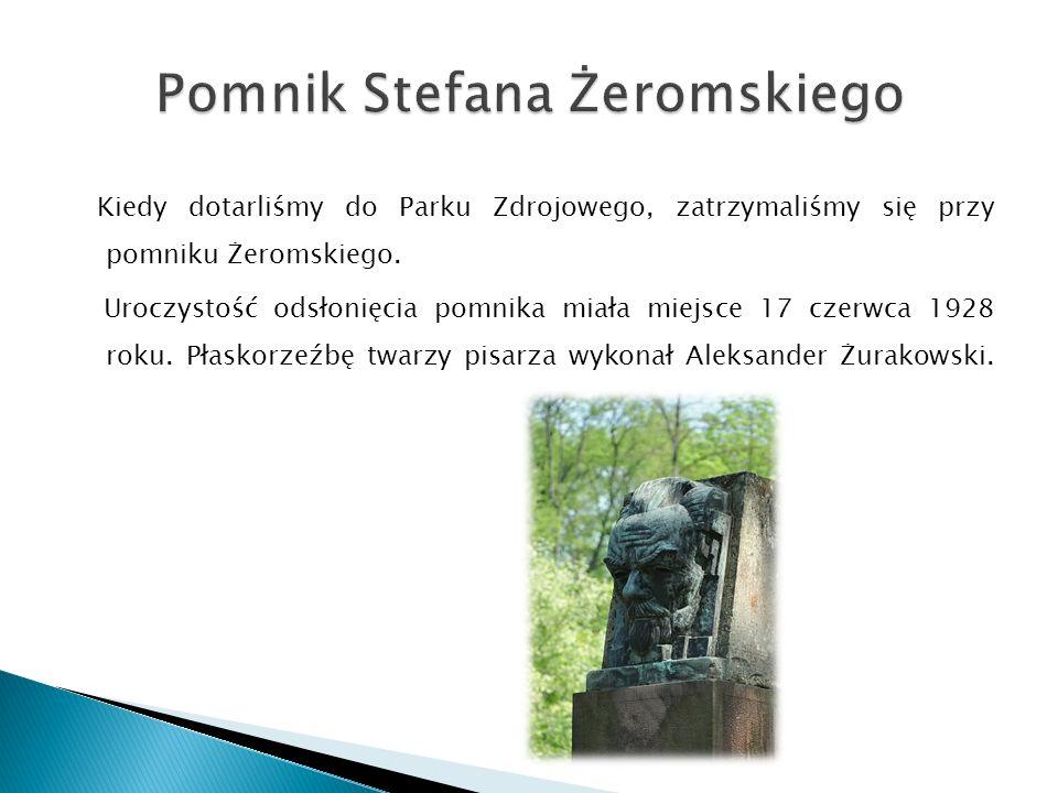 Kiedy dotarliśmy do Parku Zdrojowego, zatrzymaliśmy się przy pomniku Żeromskiego.