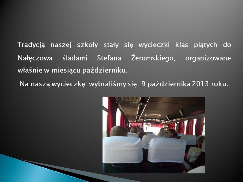 Tradycją naszej szkoły stały się wycieczki klas piątych do Nałęczowa śladami Stefana Żeromskiego, organizowane właśnie w miesiącu październiku.