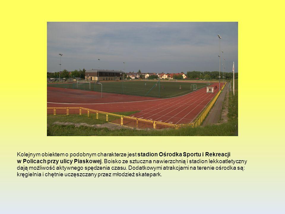 Kolejnym obiektem o podobnym charakterze jest stadion Ośrodka Sportu i Rekreacji w Policach przy ulicy Piaskowej. Boisko ze sztuczna nawierzchnią i st