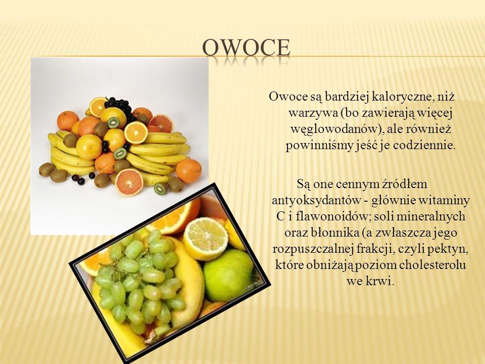 Owoce są bardziej kaloryczne, niż warzywa (bo zawierają więcej węglowodanów), ale również powinniśmy jeść je codziennie. Są one cennym źródłem antyoks