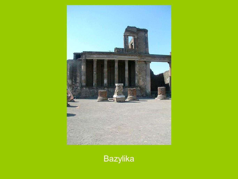 Wejście do sklepów od strony Forum Miasto zostało założone w VII w. p.n.e. przez Osków, następnie było kontrolowane przez Greków, później (od 525 do 4