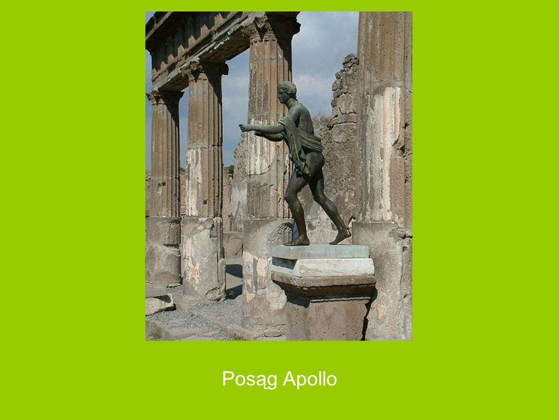 Świątynia Apollina Świątynia Apollina przylegająca do wschodniego boku forum jest zwrócona frontem do ulicy. Została wzniesiona za panowania Samnitów.