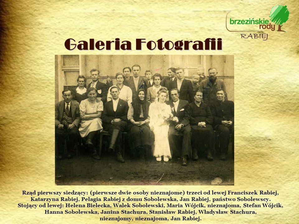 Galeria Fotografii RABIEJ Rząd pierwszy siedzący: (pierwsze dwie osoby nieznajome) trzeci od lewej Franciszek Rabiej, Katarzyna Rabiej, Pelagia Rabiej