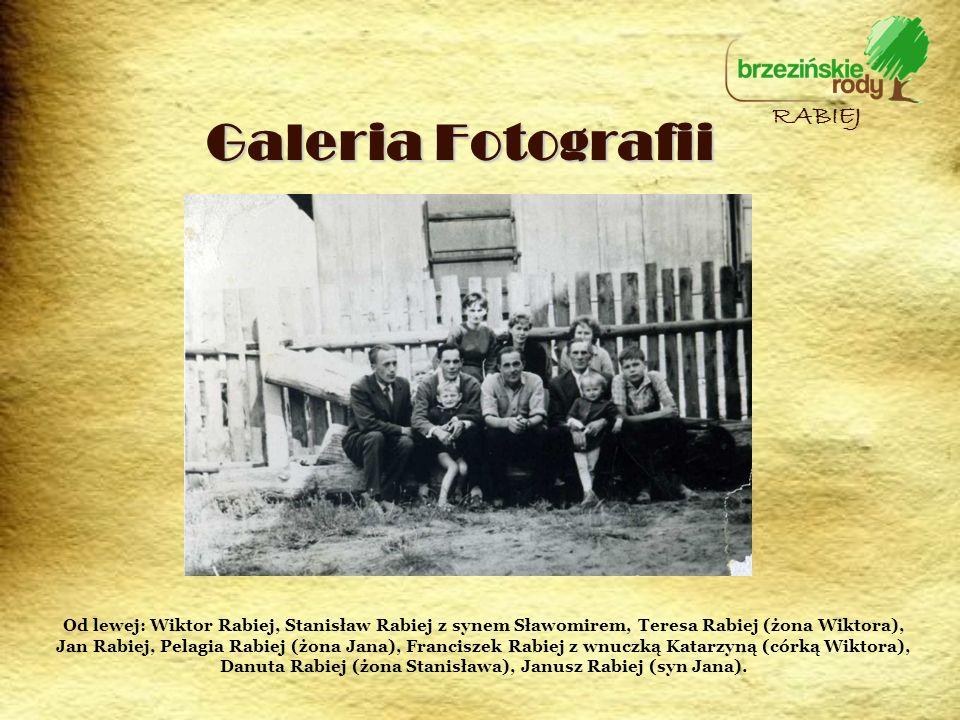 Galeria Fotografii RABIEJ Od lewej: Wiktor Rabiej, Stanisław Rabiej z synem Sławomirem, Teresa Rabiej (żona Wiktora), Jan Rabiej, Pelagia Rabiej (żona