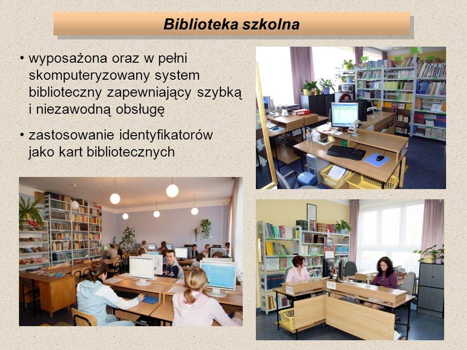 Biblioteka szkolna wyposażona oraz w pełni skomputeryzowany system biblioteczny zapewniający szybką i niezawodną obsługę zastosowanie identyfikatorów jako kart bibliotecznych