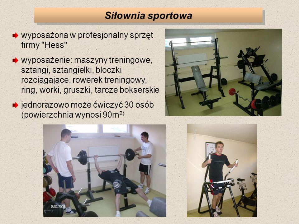 Siłownia sportowa wyposażona w profesjonalny sprzęt firmy Hess wyposażenie: maszyny treningowe, sztangi, sztangielki, bloczki rozciągające, rowerek treningowy, ring, worki, gruszki, tarcze bokserskie jednorazowo może ćwiczyć 30 osób (powierzchnia wynosi 90m 2)