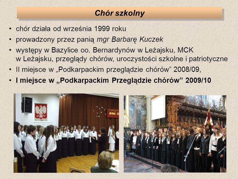 Chór szkolny chór działa od września 1999 roku prowadzony przez panią mgr Barbarę Kuczek występy w Bazylice oo.