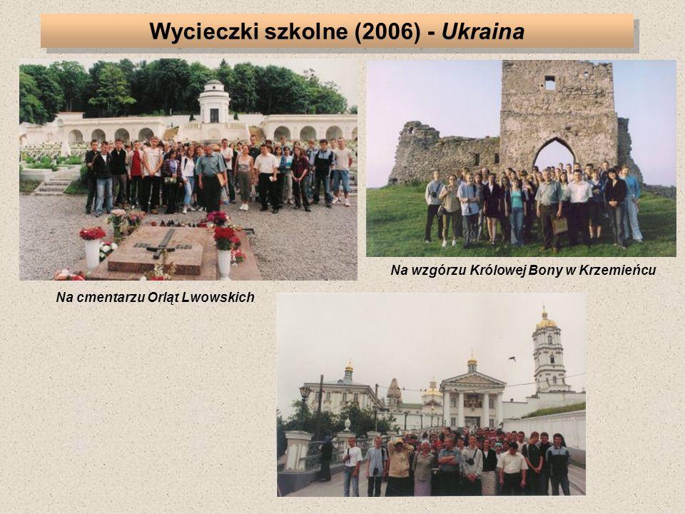 Na cmentarzu Orląt Lwowskich Na wzgórzu Królowej Bony w Krzemieńcu Wycieczki szkolne (2006) - Ukraina