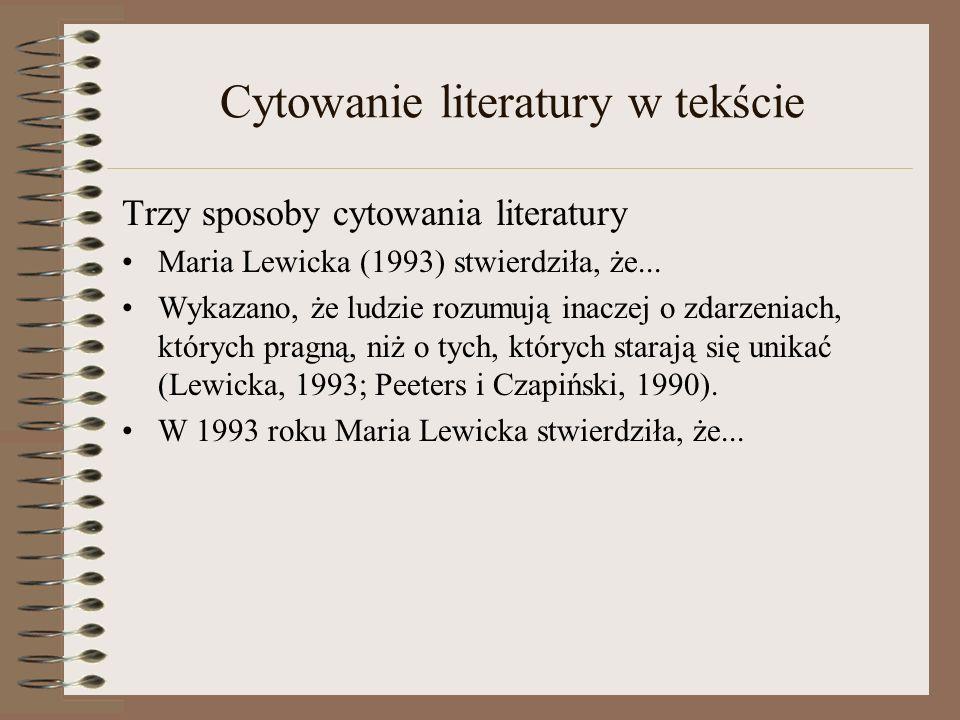 Cytowanie literatury w tekście Trzy sposoby cytowania literatury Maria Lewicka (1993) stwierdziła, że... Wykazano, że ludzie rozumują inaczej o zdarze