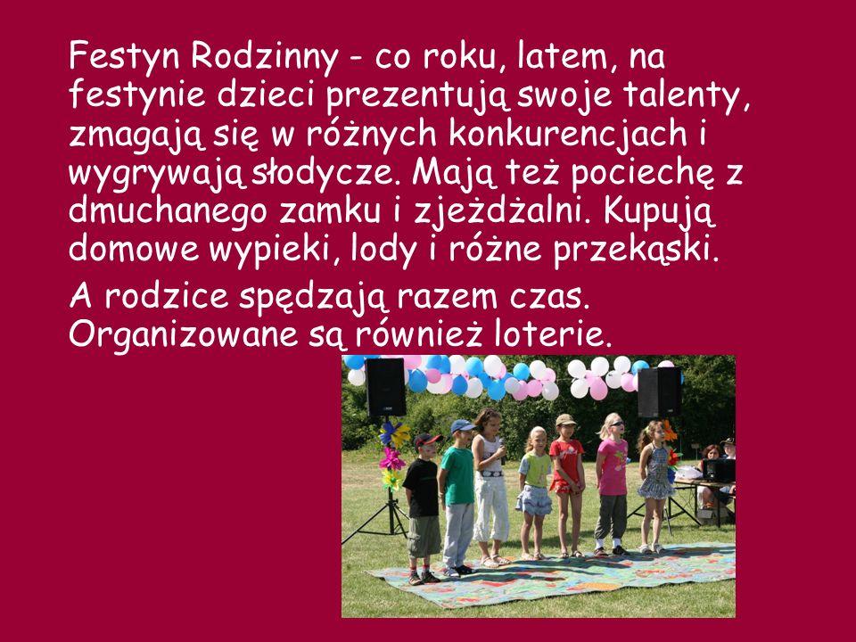 Dzień Języków Europejskich – tego dnia nauczyciele języków obcych organizują różne występy i atrakcje.