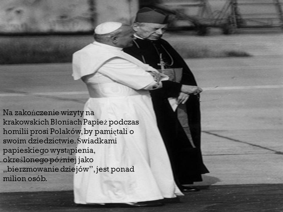 Na zako ń czenie wizyty na krakowskich B ł oniach Papie ż podczas homilii prosi Polaków, by pami ę tali o swoim dziedzictwie. Ś wiadkami papieskiego w
